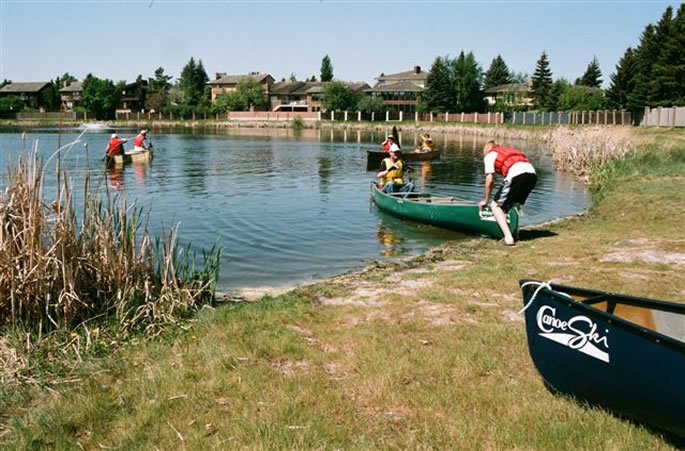Learn to canoe course on Lakeview Lake in Saskatoon